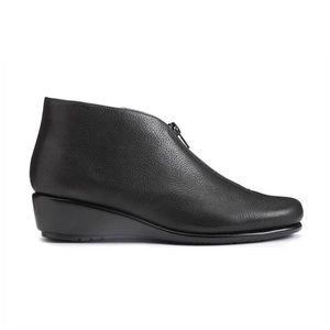 Aerosoles Stitch N'Turn Black Ankle Boots Size 7.5